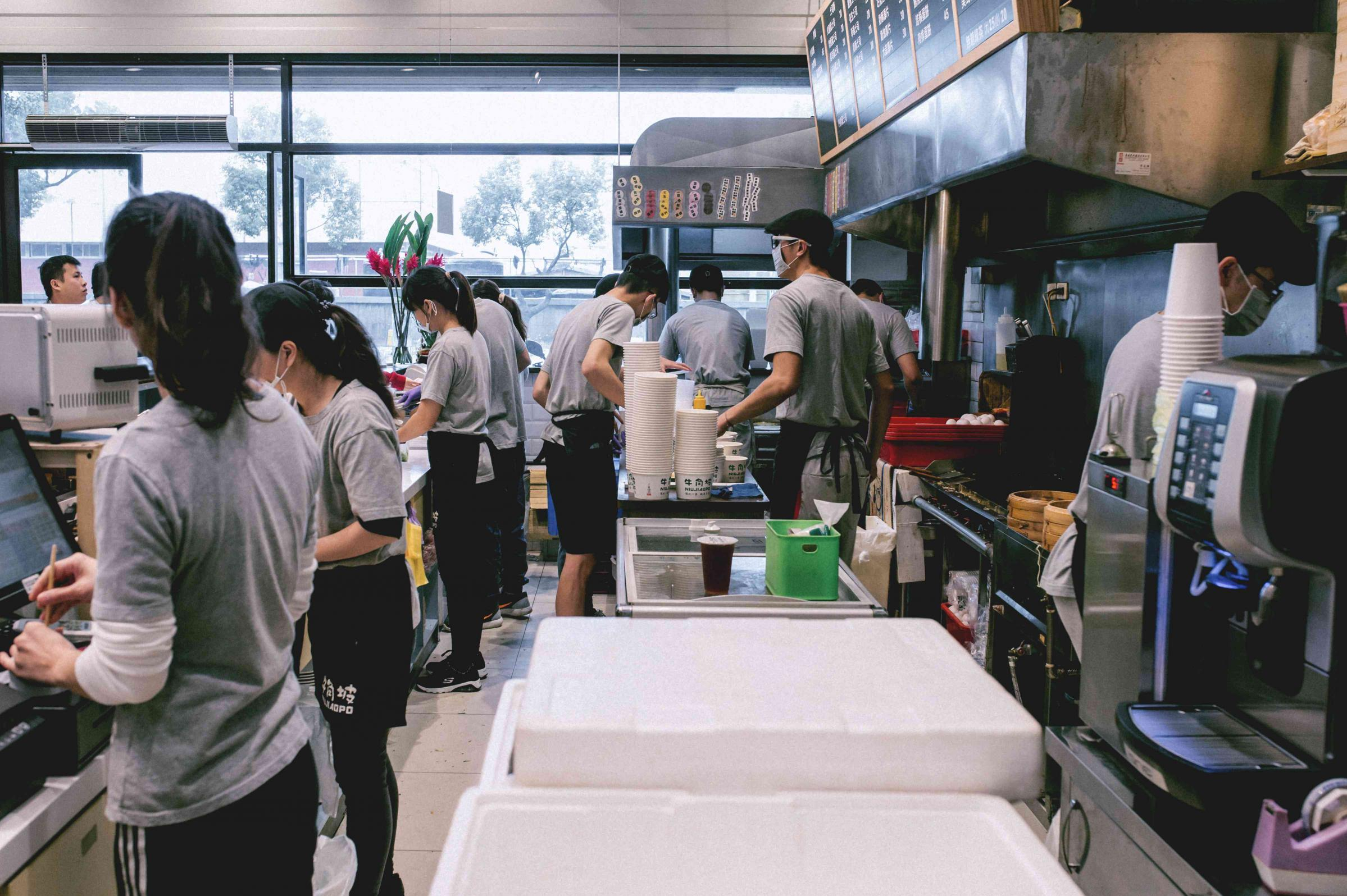 牛角坡早餐店計時服務人員